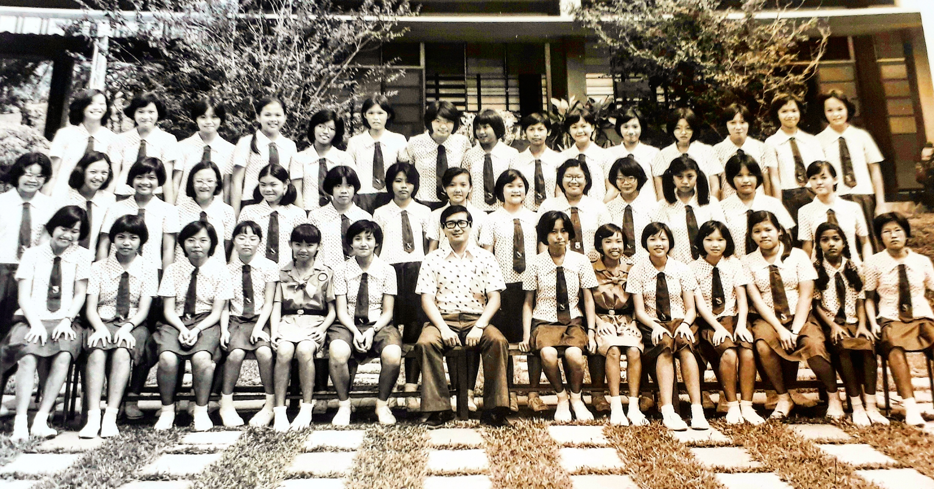 Photo 3 - Class Photo with Handsome Mr Chin.jpg